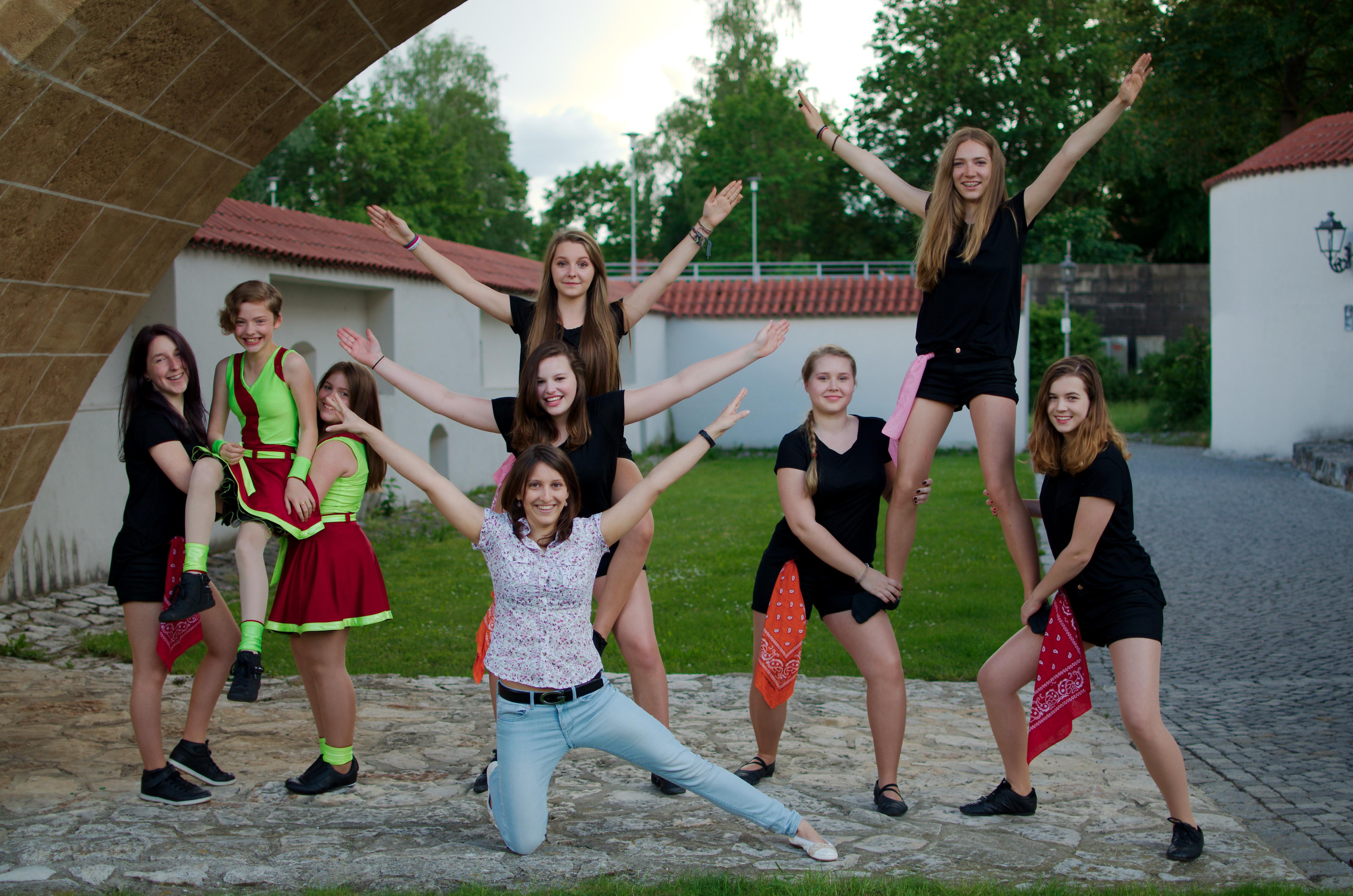 Die Mädchengruppe mit ihrer Trainerin Isabel